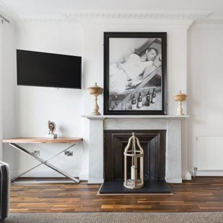 Rent this 4 bed apartment on Hobbs in 47 George Street, City of Edinburgh EH2 2HT