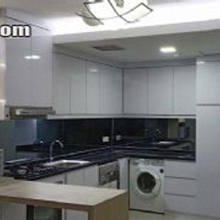 Rent this 3 bed apartment on Indomaret in Jalan Kebon Kacang, RW 08