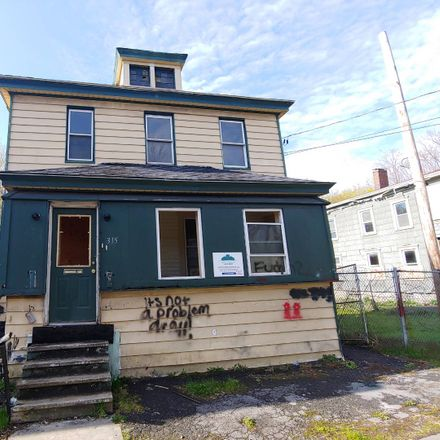 Rent this 5 bed apartment on 315 Richmond Avenue in Syracuse, NY 13204