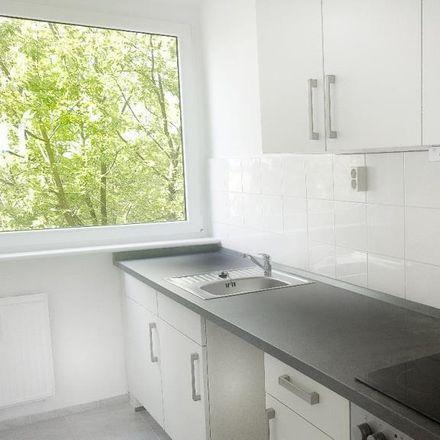 Rent this 3 bed apartment on Siegfried-Flack-Straße 23b in 04600 Altenburg, Germany