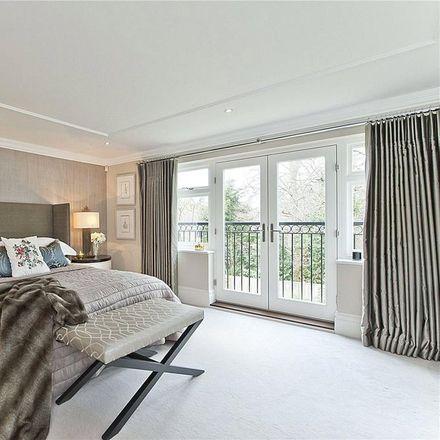 Rent this 5 bed house on Fairmeads in Elmbridge KT11 2JA, United Kingdom