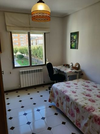 Rent this 5 bed room on Av. República Argentina in 47, 26002 Logroño