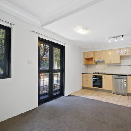 Rent this 2 bed apartment on 16/6-8 Albert Street