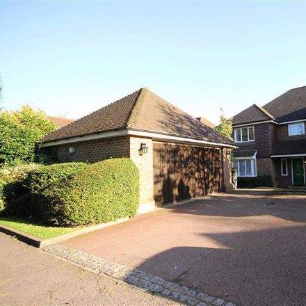 Rent this 5 bed house on Long Ridge in Dingle Close, London EN5 3JZ