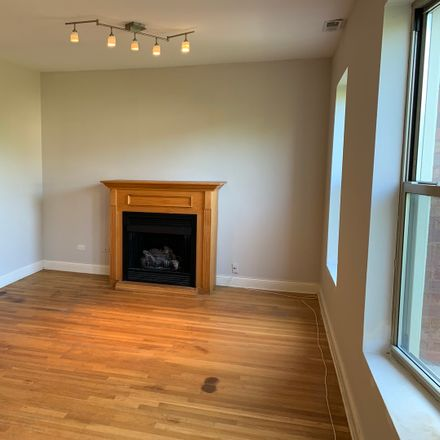 Rent this 2 bed townhouse on 1319-1325 East Marquette Road in Chicago, IL 60637