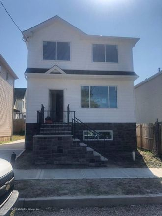 Rent this 3 bed house on 80 Westbrook Avenue in New York, NY 10303