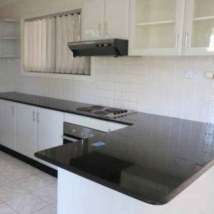 Rent this 3 bed townhouse on 1/5-7 Baronbali Street