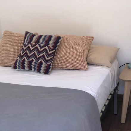 Rent this 3 bed room on Peninsular in Carrer de Sant Pau, 08001 Barcelona