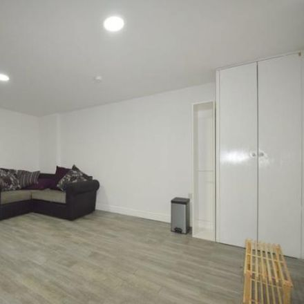 Rent this 4 bed apartment on Subway in 26 City Road, Cardiff CF24 3DL