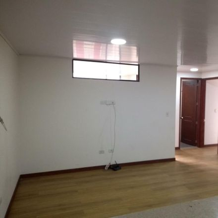 Rent this 3 bed apartment on Club de Entretnimiento la Oficina in Carrera 84, Engativá
