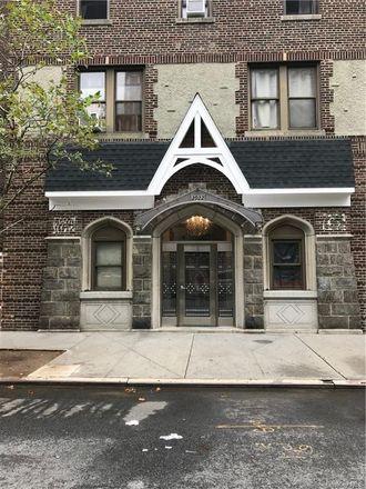 Rent this 1 bed condo on Barnes Building in 2922 Barnes Avenue, New York