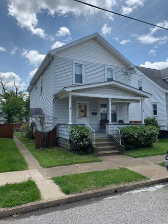 Rent this 3 bed house on 1903 Center Street in Moundsville, WV 26041