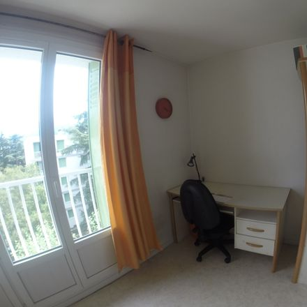 Rent this 4 bed room on 37 Avenue Washington in 38100 Grenoble, France