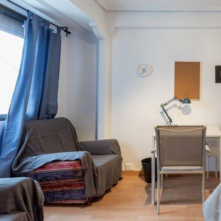 Rent this 3 bed apartment on Mercadona in Carrer de Sant Vicent Màrtir, 46017 Valencia