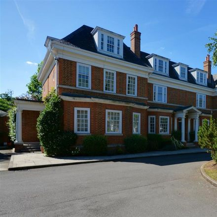 Rent this 6 bed house on London