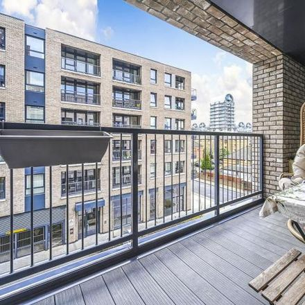 Rent this 3 bed apartment on Aurora Point in Surrey Quays, Plough Way