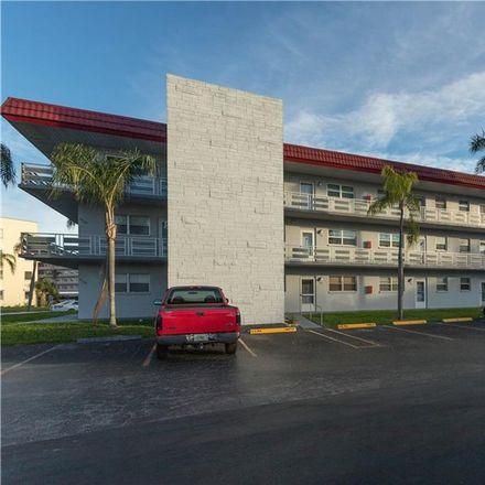 Rent this 1 bed condo on 80th Street North in Saint Petersburg, FL 33710