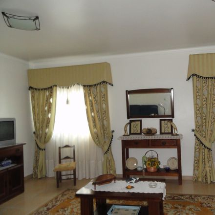 Rent this 6 bed room on Av. 25 de Abril 15 in 2080-062 Almeirim, Portugal