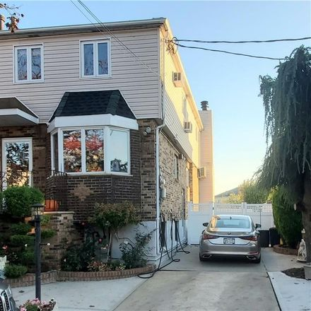 Rent this 3 bed condo on Peri Ln in Brooklyn, NY