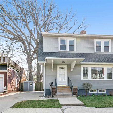 Rent this 3 bed house on 224 Woodlawn Avenue in Green Bay, WI 54303