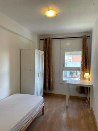 Rent this 5 bed room on Minipreço in Rua Luiz Pacheco, 1950-004 Lisbon