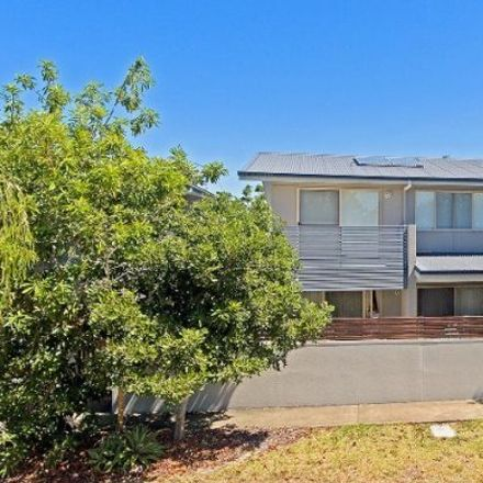 Rent this 3 bed apartment on Unit 8/24 Melbourne St