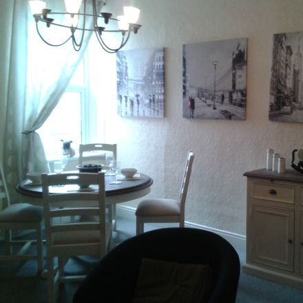 Rent this 3 bed room on 124 Avenue Rd in Gateshead NE8 4JE, UK
