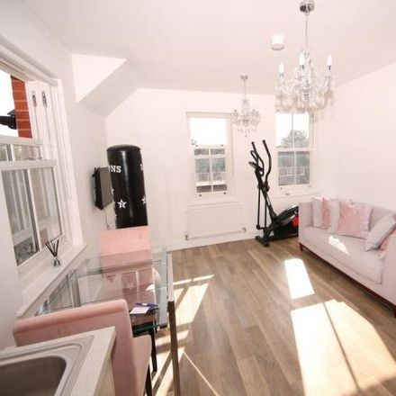 Rent this 2 bed apartment on Aspley Court in Warwick Avenue, Bedford