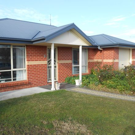 Rent this 2 bed apartment on 5-3A Scone Street
