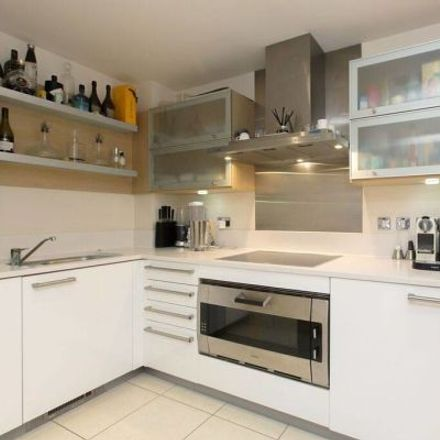 Rent this 3 bed apartment on Marina Point in The Boulevard, London SW6 2JZ