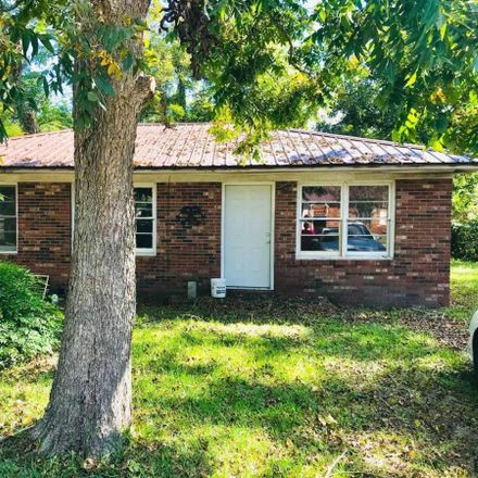 Rent this 3 bed house on 17 Young Street in Hazlehurst, GA 31539