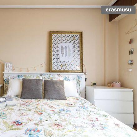Rent this 3 bed room on Fika Plaza in Fika Kalea, 48006 Bilbao