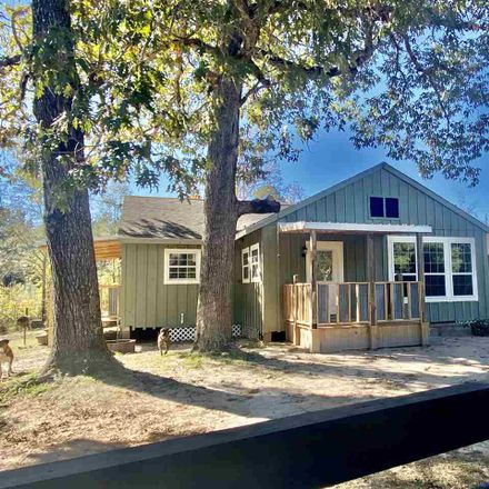 Rent this 3 bed house on South Pitzer Street in Colmesneil, TX 75938