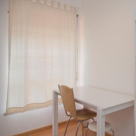 Rent this 4 bed room on Rua Arlindo Vicente in 3000-036 Santo António dos Olivais, Portugal