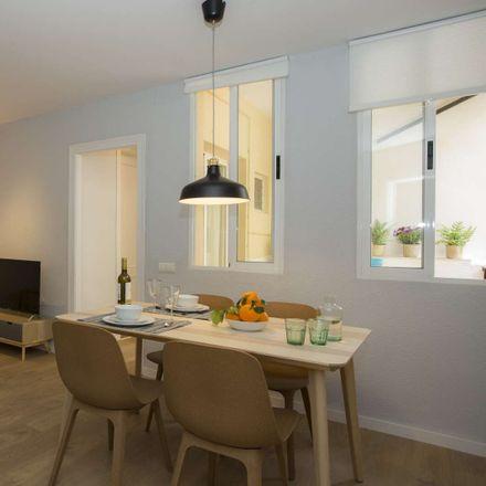 Rent this 2 bed apartment on Carrer de l'Editor Cabrerizo in 46001 València, Valencia