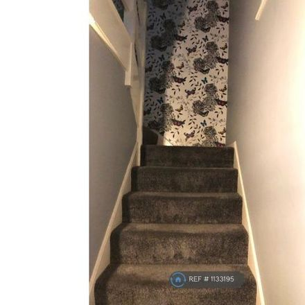 Rent this 3 bed house on Hunts Close in Luton, LU1 5JL