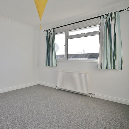 Rent this 3 bed house on Kensington Close in Vale of White Horse OX14 5ND, United Kingdom