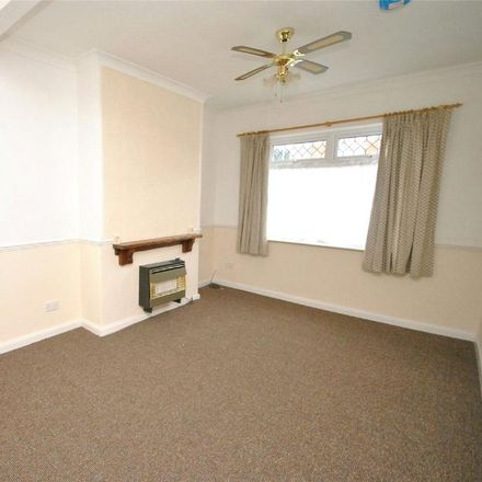 Rent this 3 bed house on Heneage Road in Grimsby DN32 9NW, United Kingdom