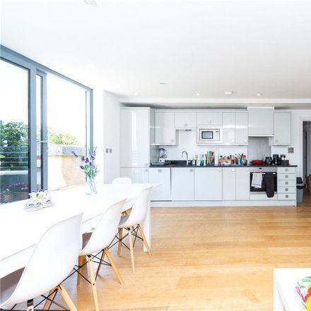 Rent this 3 bed apartment on St. John Evangelist Catholic Primary School in Duncan Street, London N1 8BP
