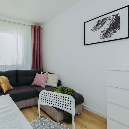 Rent this 7 bed room on Xawerego Dunikowskiego 10 in 02-784 Warsaw, Poland