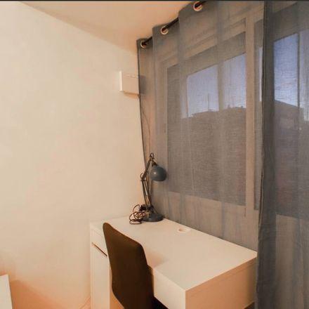 Rent this 3 bed room on Carrer del Comte de Torrefiel in 46019 Valencia, Spain