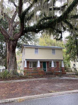 Rent this 3 bed house on 1111 Greene Street in Beaufort, SC 29902