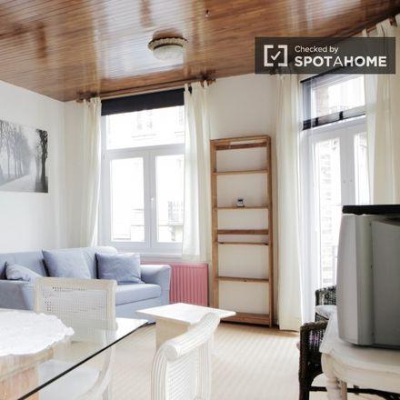 Rent this 1 bed apartment on Avenue Albertyn - Albertynlaan 17 in 1200 Woluwe-Saint-Lambert - Sint-Lambrechts-Woluwe, Belgium