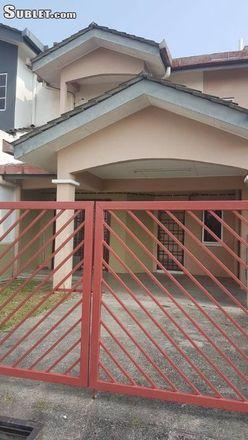 Rent this 4 bed house on Puncak Jalil in 43300 Seri Kembangan, Selangor