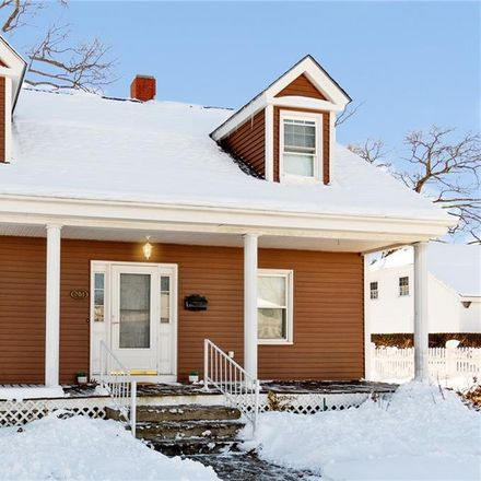 Rent this 3 bed apartment on 204 Oakdale Avenue in Pawtucket, RI 02860