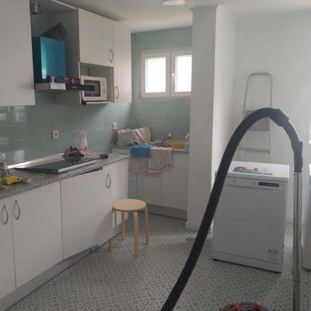 Rent this 3 bed room on Bismark in Rua Capitão Leitão, 2775-271 Carcavelos e Parede