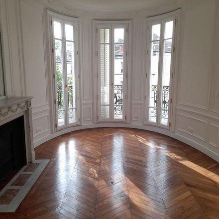 Rent this 5 bed apartment on 68 Avenue de Saxe in 75015 Paris, France