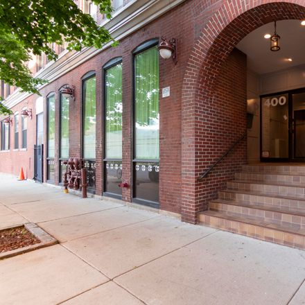 Rent this 1 bed loft on 7-Eleven in 400 South Green Street, Chicago