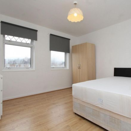 Rent this 4 bed room on 30 Lyneham Walk in London E5 0EL, United Kingdom