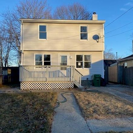 Rent this 3 bed house on 430 Pequot Avenue in Warwick, RI 02889